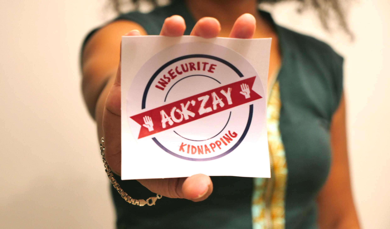 «Insécurité/Kidnapping Aok'zay!». La plateforme espère mobiliser les citoyens de tous milieux sur l'île. Elle les encourage à inonder les réseaux sociaux avec les hashtags #insecuriteAok_zay et #kidnappingAok_zay et à se prendre en photo logo en main.