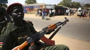 Des soldats du SPLA patrouillent dans Juba, le 21 décembre 2013.