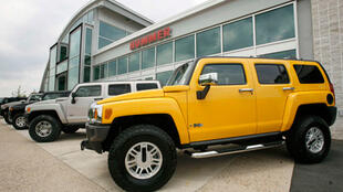 Symbole de la rupture annoncée, General Motors étudie la cession pure et simple de sa marque Hummer, archétype du 4x4 de luxe et l'un des modèles automobiles les plus goulus en carburant de la planète.