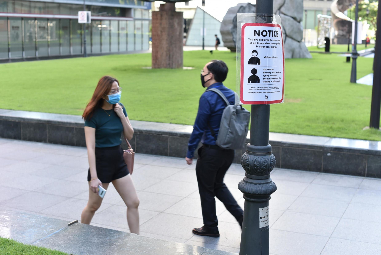 Après avoir lancé dès mars une application peu efficace, le gouvernement de Singapour a lancé l'utilisation de jetons de traçage.