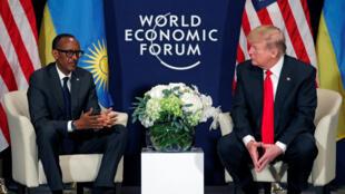 Le président rwandais Paul Kagame et le dirigeant américain Donald Trump ont fait un résumé très formel de leur discussions, à Davos, le 26 janvier.