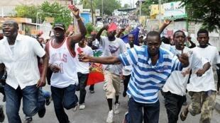 Grogne populaire de ne pas voir le changement promis par Martelly, Port-au-Prince, le 30 septembre 2012.