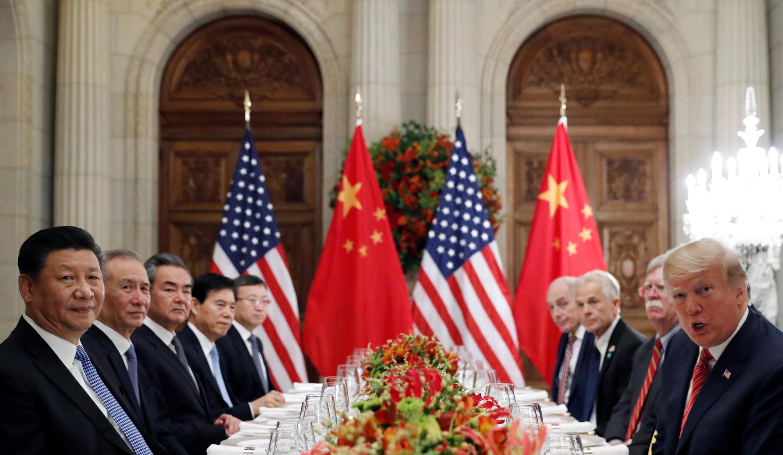 美国总统特朗普与中国国家主席习近平12月1日晚在布宜诺斯艾利斯就中美贸易战谈判场面。