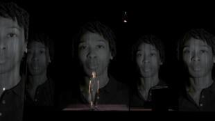 « Noire. La vie méconnue de Claudette Colvin », de et avec Tania de Montaigne, mise en scène de Stéphane Foenkinos.
