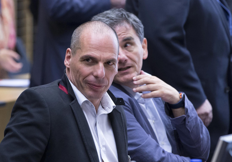 Бывший министр финансов Греции Янис Варуфакис и новый министр финансов Эвклид Цакалотос, Брюссель 24 июня 2015 г.