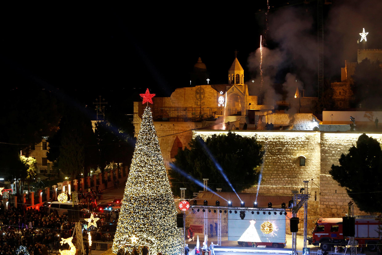 Ель у церкви Рождества Христова в Вифлееме в этом году с пятиконечной звездой