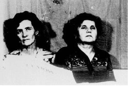 Les deux religieuses françaises Alice Domon (G) et Léonie Duquet (D) photographiées pendant leur détention à l'ESMA.
