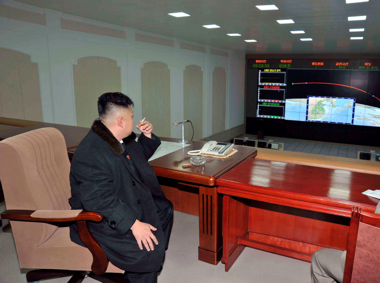 Le dirigeant nord-coréen Kim Jong-un, concentré sur les efforts balistiques de son pays, en 2012 à Pyongyang.