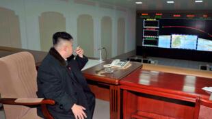 Kim Jong Un tập trung cho chương trình hỏa tiễn đạn đạo, năm 2012 tại Bình Nhưỡng.