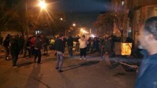 در جریان درگیری نیروهای ضد شورش و بسیج با دراویش گنابادی در منطقه پاسداران در شمال تهران که از دیشب تا سحرگاه امروز ادامه داشت، پنج عضو نیروی انتظامی و بسیج کشته و صدها نفر از تظاهرکنندگان دستگیر شدند.