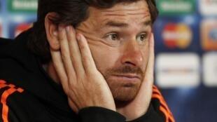 Ex treinador do Chelsea, Andre Villas-Boas será susbtituido pelo seu adjunto.