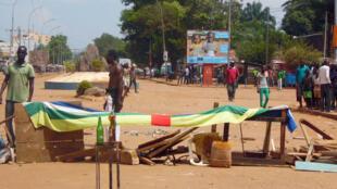 Raia wakiwa wamezuia barabara jijini Bangui