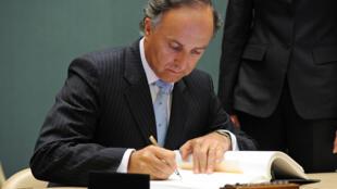 Teodoro Ribera asumió como ministro de Justicia el 18 de julio de 2011, como sucesor de Felipe Bulnes.