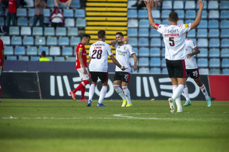 O SL Benfica venceu por 0-5 na deslocação ao terreno do Santa Clara.