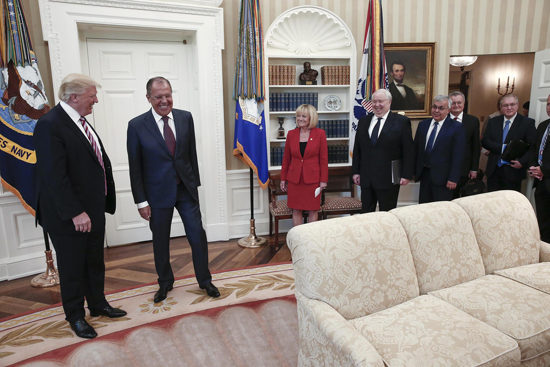 Rais Donald Trump (Kushoto) alipokutana na Waziri wa Mambo ya nje wa Urusi  Sergei LavrovMei 10 2017 katika Ikulu ya White House jijini Washington DC