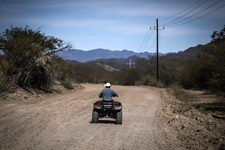 Nueve de cada diez personas que residen en Badiraguato viven en condiciones de pobreza o pobreza extrema, según datos del gobierno mexicano.