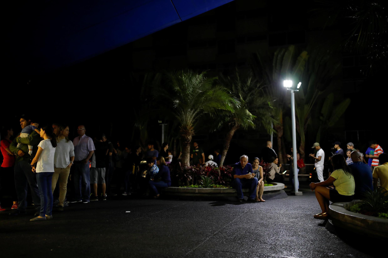 Người dân Venezuela thích tụ tập ngoài phố hơn là ở trong nhà do mất điện toàn quốc, ngày 08/03/2019.