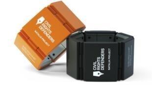 Grace à la balise GPS installée dans le bracelet, votre position pourra être facilement identifiable en cas d'enlèvement.