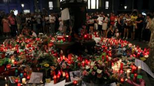 Hommage suite à l'attentat des Ramblas, à Barcelone, le 18 août 2017.