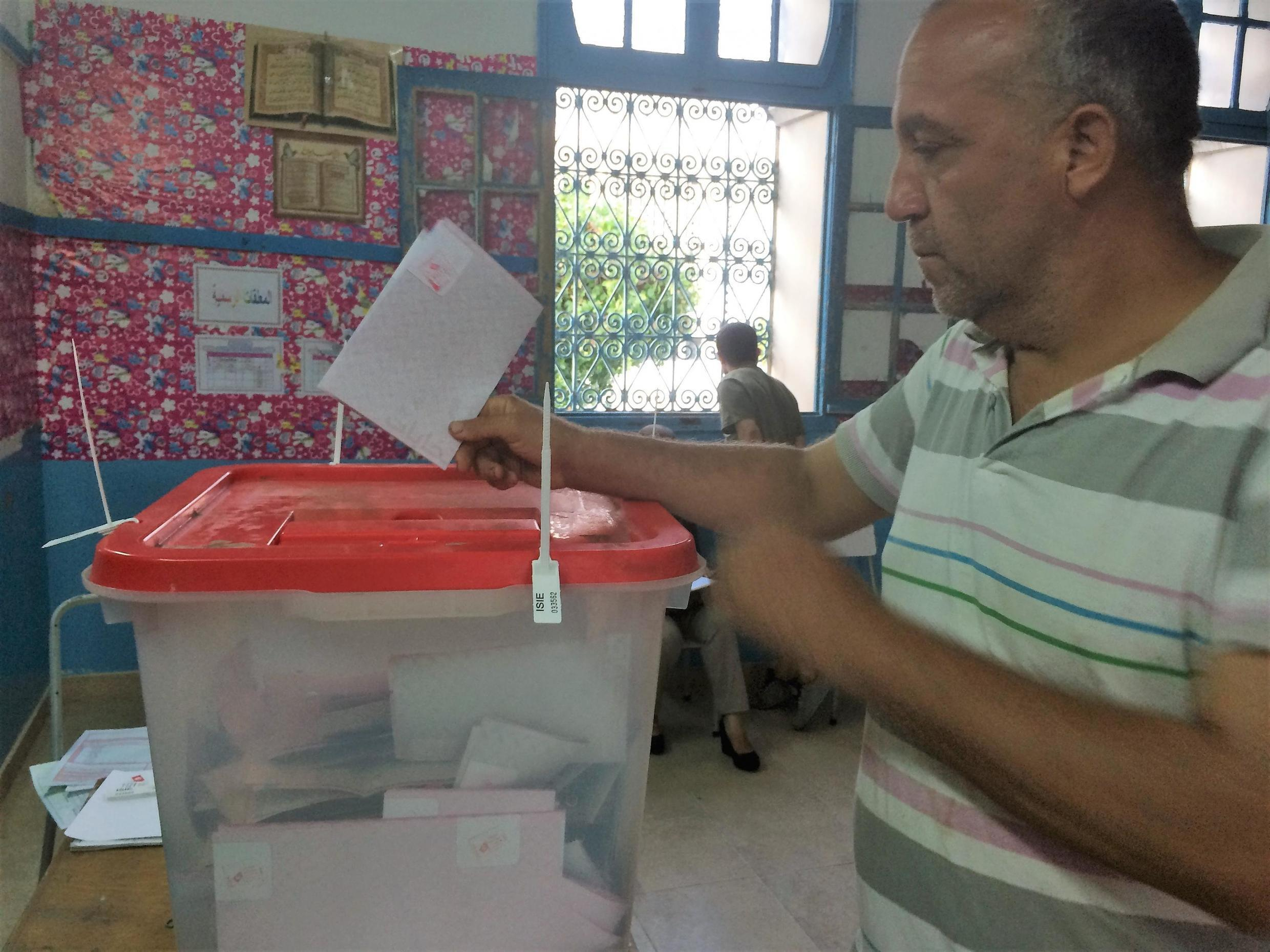 Voter casts his ballot just minutes before polls closed in Sousse, September 15, 2019