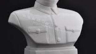 毛泽东的半身瓷像