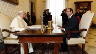 Президент Франции Франсуа Олланд впервые встретился с папой Римским Франциском, 24 января 2014