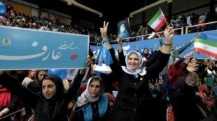 Bầu cử Quốc Hội: Phụ nữ Iran tham gia vận động tranh cử cho phe ủng hộ cải cách.