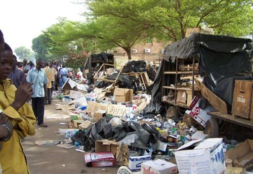 Depuis le 14 avril au Burkina Faso, des soldats sont sortis de leur caserne. Ils tirent en l'air et vandalisent les magasins. A Ouagadougou, le 16 avril 2011.