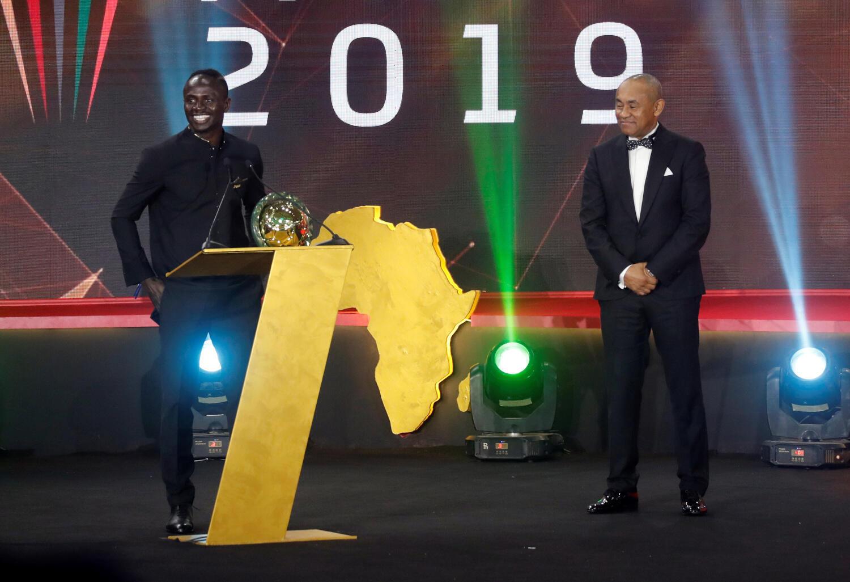 Sadio Mané (esquerda), avançado senegalês do Liverpool, venceu o prémio de melhor jogador africano de 2019.