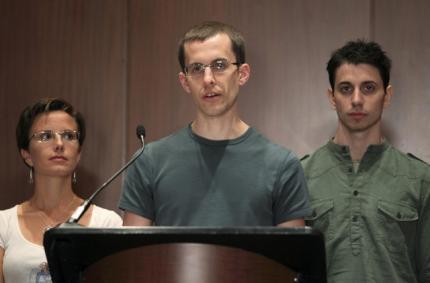 کنفرانس مطبوعاتی دوشهروند آمریکایی، جاش فاتال و شین باوئر به همراه سارا شورد که چندی پیش آزاد شده بود