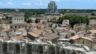 Gerhy Tower Arles general view