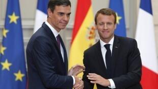 El presidente francés, Emmanuel Macron y el jefe del gobierno español, Pedro Sánchez, en el palacio del Elíseo. París, 23 de junio de 2018.