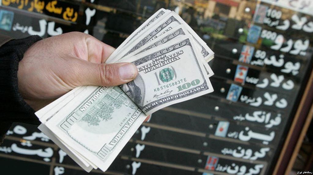 علاوه بر افزایش بهای ارزهای معتبر در ایران، دستیابی به آن در بانکها و صرافیهای کشور نیز با دشواری روبروست.
