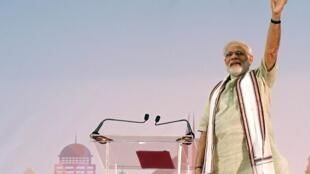 Narendra Modi face à 25 000 expatriés indiens à Dubaï, le 17 août 2015.