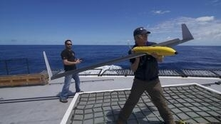 Un drone lancé du bateau de l'association Sea Shepherd dans l'océan Austral, le 24 décembre 2011.