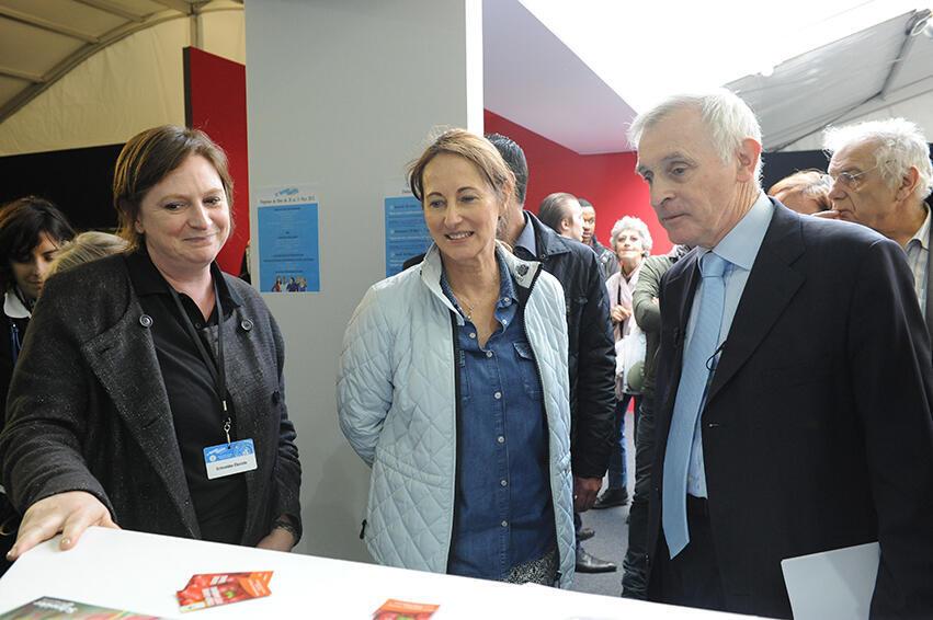 La ministre de l'Ecologie Ségolène Royal lors de sa visite au 12e Forum international de la météo et du climat.