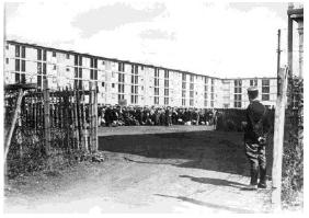 L'arrivée des premiers internés juifs dans le camp de Drancy, le 20 août 1941.
