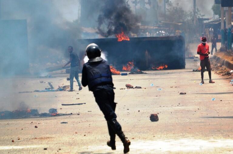 Heurts entre la police et des manifestants le 22 mars à Conakry.