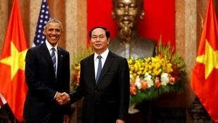 Chủ tịch nước Việt Nam Trần Đại Quang tiếp đón tổng thống Mỹ Barack Obama tại Hà Nội, ngày 24/05/2016.