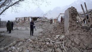 新疆喀什地區5月11日發地震,圖為震毀的民房。