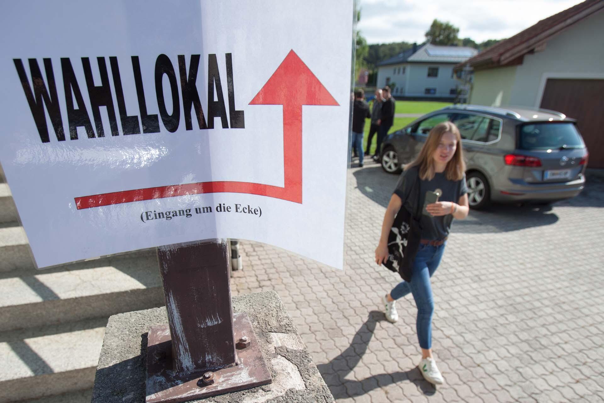 À la sortie d'un bureau de vote à Grafenschachen, dans le Burgenland, en Autriche, le 29 septembre 2019.