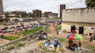 A Yaoundé et dans le reste du Cameroun, les partis politiques disent manquer de moyens pour mener la campagne électorale.