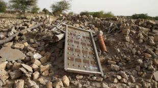 Les ruines d'un ancien mausolée après les destructions perpétrées par les jihadistes, à Tombouctou.