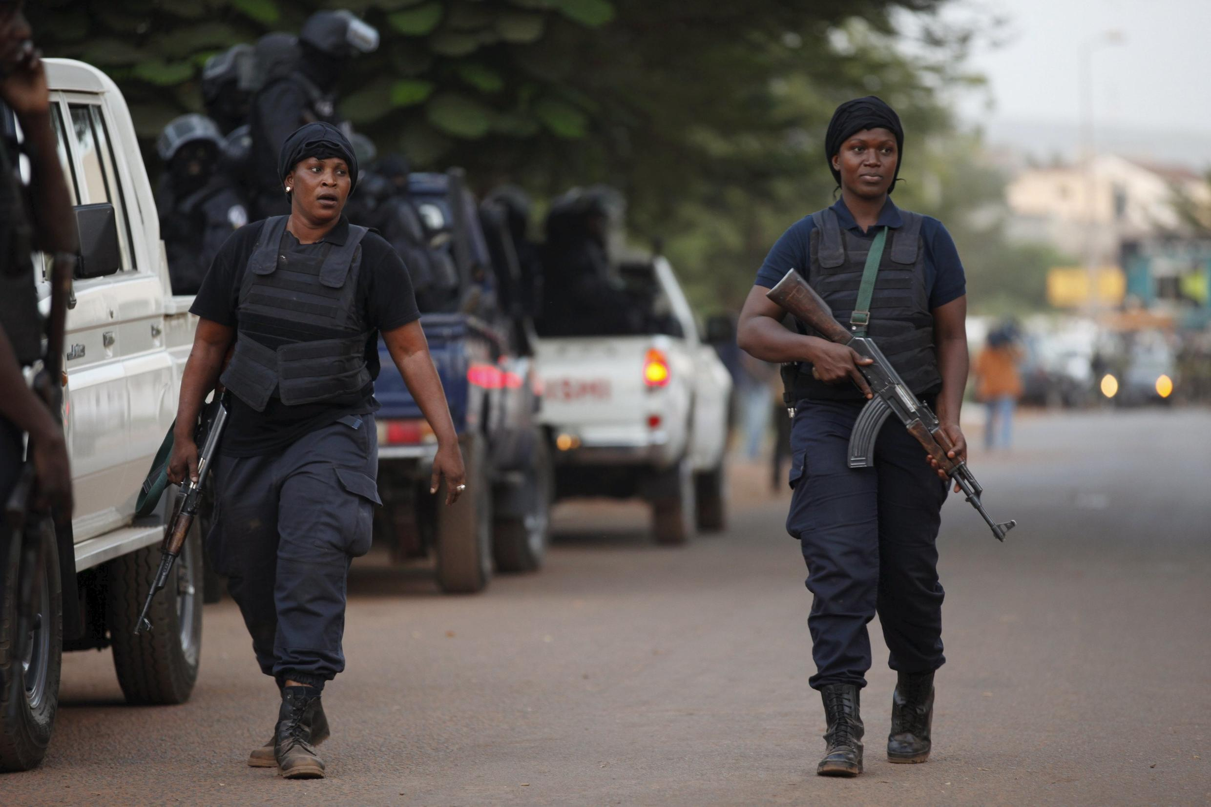 Malian secuirty forces in front of the Radisson Blu in Bamako on 20 November 2015.