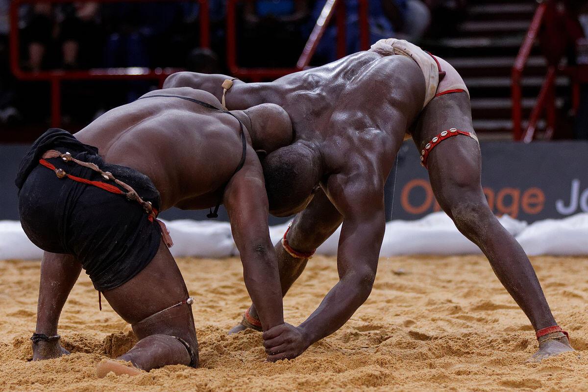 Image d'un combat de lutte sénégalaise.