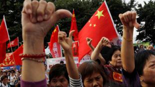 圖為香港支持北京與特區政府,反對港獨的示威遊行