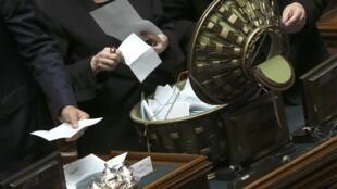 Rodada de votação no Parlamento italiano.