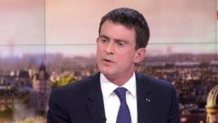O primeiro-ministro Manuel Valls esta noite na televisão francesa.