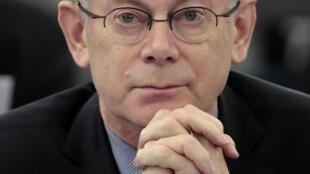 Garantir a estabilidade da zona do euro é a prioridade do presidente da União Europeia, Herman Van Rompuy.