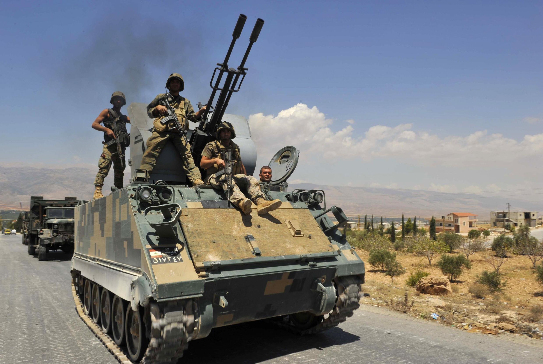Líbano mobiliza Exército depois que 16 soldados foram mortos e outros 13 estão desaparecidos após combates com rebeldes sírios no último fim de semana.